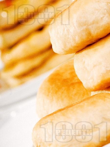 Пирожки с домашно тесто с мая и плънка от кайма (или кълцано месо) и зеле - снимка на рецептата